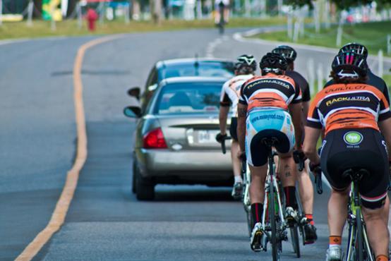 Autos et groupes de cyclistes : comment faire bon ménage