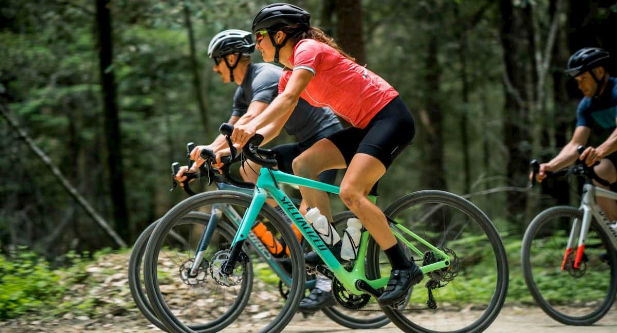 Faut-il opter pour un vélo de route endurance ou de gravel?