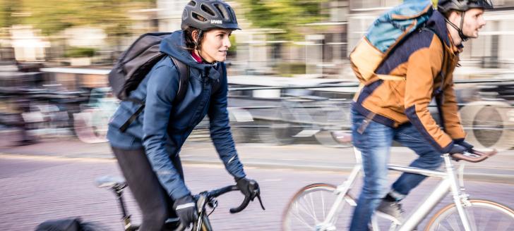 Les 10 accessoires essentiels du cycliste urbain